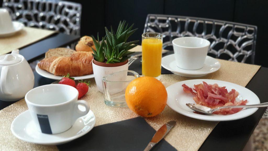 PETITS-DÉJEUNER HOTEL LA RESIDENCE NARBONNE