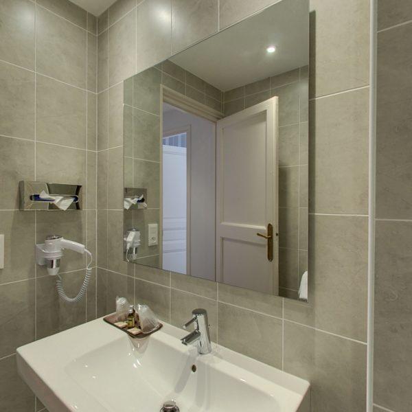 Salle de bain hôtel la résidence narbonne
